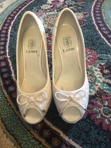 Туфли ажурные размер 39(Бишкек),одевали 1 раз,пакупала за 2000,очень