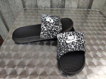 Nike Crne Papuce Sa Belim Tackicama-Najpovoljnije-NOVO-   Nike potpuno
