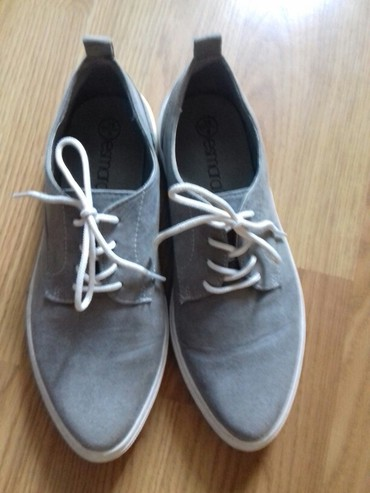 Patika cipela br.39 mozda 2 puta nosene vidi se i na slikama kao da su - Prokuplje