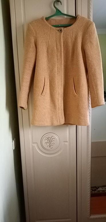 Женская одежда в Балыкчы: Продаю пальто сост хорошее, теплое. размер 44-46. отдам за 500с