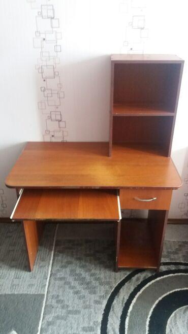 Компьютерный стол. Длина - 100 см; ширина - 60 см; высота - 75 см