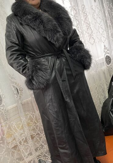 Плащи - Кыргызстан: Продаю коженный плащ в хорошем состоянии!