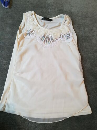 Posao od kuce - Srbija: Majica je nova, pise M, al odgovara xs, boja je prljavo bela. Saljem