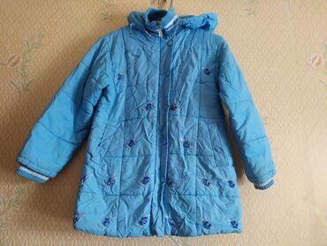 детская качественная одежда в Кыргызстан: Продаётся детская качественная зимняя куртка голубенького цвета на