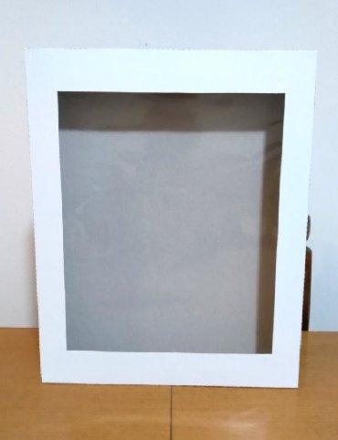 Ostalo | Smederevska Palanka: Kutija sa celofanom-hromokarton 350 gr. Velicina 35x28x3,5 cm. Na vise