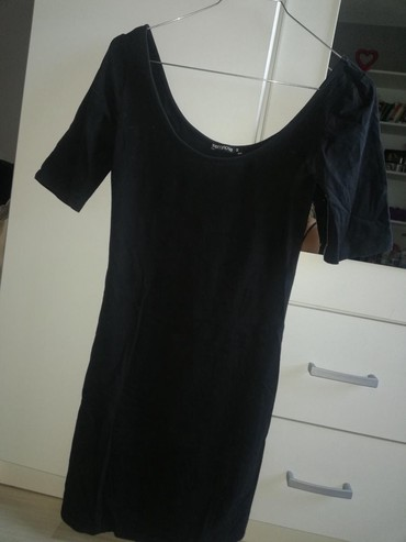 Crna haljina, 3/4 rukavi, iznad kolena. Jako lepo stoji na ramenima. - Belgrade