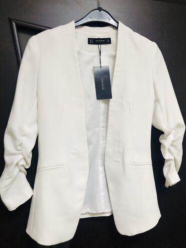 audi a4 2 multitronic в Кыргызстан: Пиджак новый, брала в Италии размер s-m( 36-44)цвет белый, рукава