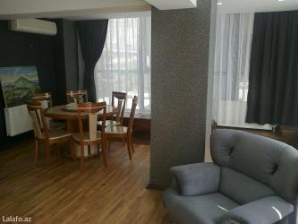 Bakı şəhərində Посуточно  сдается 3 х комнатная квартира самом центре г. Баку