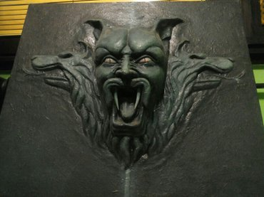 Kais-cm - Srbija: Grof drakula u duborezu. Dimenzije 70×60 cm