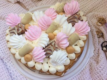 Торт медовый с крем-чизом  Можете выбрать любое оформление: Ягоды, шо