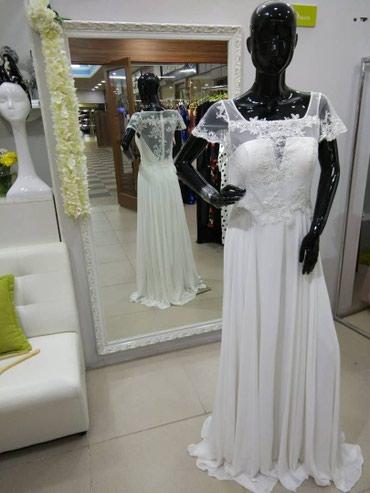 Очень красивое нежное платье (можно как свадебное), серьги в подарок в Бишкек