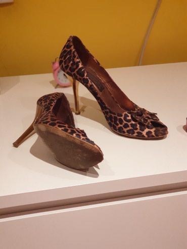 Cipele jako lepe par puta nosene samo 1400 dinara - Belgrade