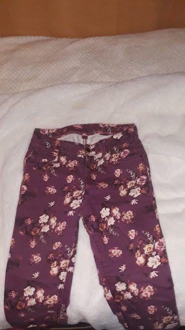 Cvetne pantalone HiM veličina 38, dobro očuvane!