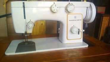 швейная машинка зингер цена в Кыргызстан: Куплю швейные машинки Подольск, чайка и оверлок