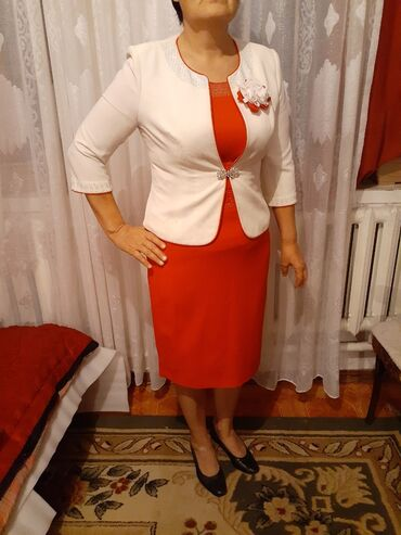 Продаю платье брала за 4000подойдет на 48 -50 размер
