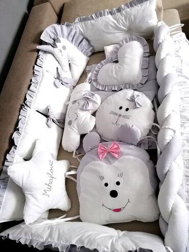 Komplet ogradica sa posteljinom, pletenicom i jastucima