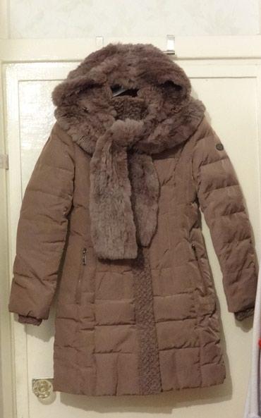 Зимнее пальто пуховик, с кроликом по капюшону и шарфу. Б/у. Размер M. в Бишкек