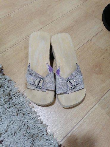 Papuce skecers, tragovi nosena, al mogu jos da se nose