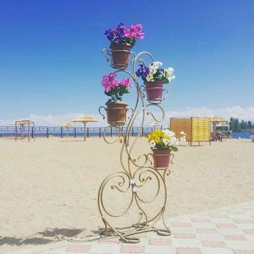 Другие товары для сада - Балыкчы: Кованый подставка для цветов, высота 1.7 метра, диаметр колец для