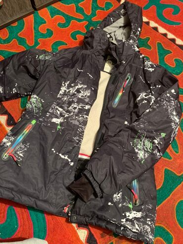 Зимний горнолыжный костюм в идеальном состоянии,производство