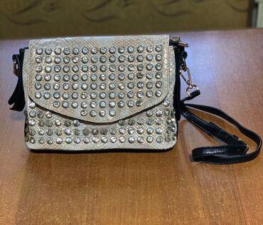 Продаю стильную сумочку с стразами,цвет универсальный подойдёт под