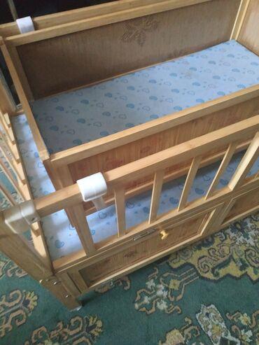 Детская кроватка +качалка(снимается),в отличном состоянии,есть наличие