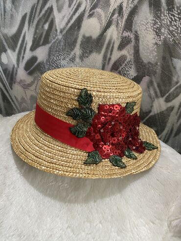 Соломенная шляпа (стоила около 5000) одела только для фото