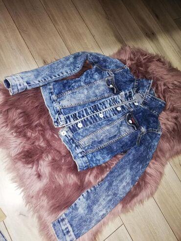 Prelepa teksas kraća jaknica M veličine, obučena 2 puta! Kao nova! Bez