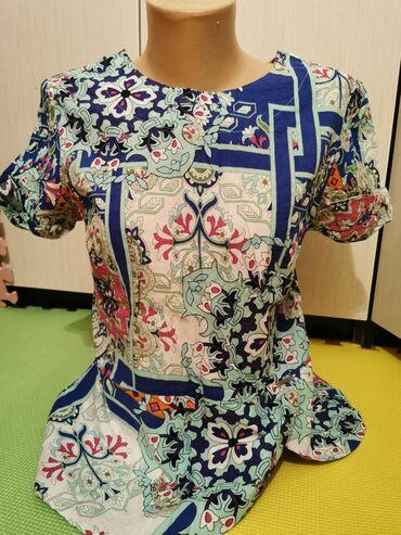 Ženska odeća   Kopaonik: Cvetna majica kratkih rukava, S velicina, kupljena u Ps-u. Moze i kao
