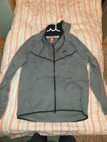 Nike Tech fleece prodajem duks zato sto mi je veliki, obucen je 2 ili