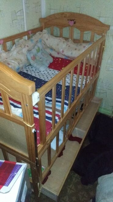 Детский мир - Ош: Продается детская кроватка в отличном состоянии