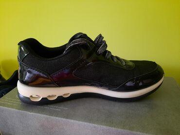 Zenske sportske cipele br. 38  Kvalitetne moderne sportske cipele sa s