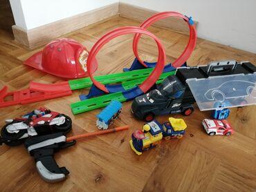 Staze - Srbija: Puna kesa igračaka za dečake Kamion se može nositi za ručku kao kofer