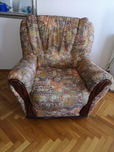 Kuća i bašta - Sremska Kamenica: Udobna fotelja, ocuvana. Širina 90cm, dužina 85cm