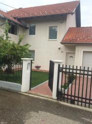 Kuća na banjici 304m2 na 4ara sređena sa svom komunalnom - Belgrade