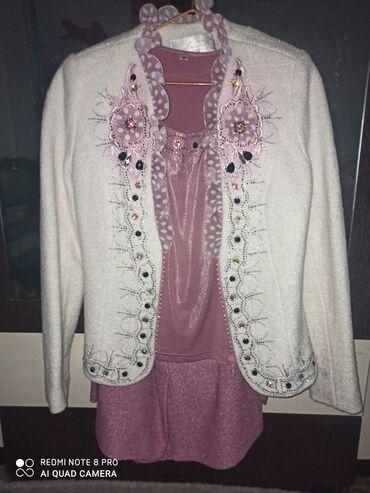Женская одежда - Красная Речка: Продаю костюм тройка Пиджак, кофточка, юбка.одевали два раза.юбка ниже