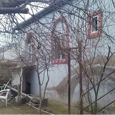Bakı şəhərində Satlır binədə həyət evi 2-mərtəbəli 5 otaglı cıxarsı var.