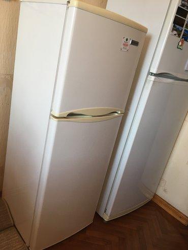 Холодильники - Кыргызстан: Б/у Двухкамерный Белый холодильник