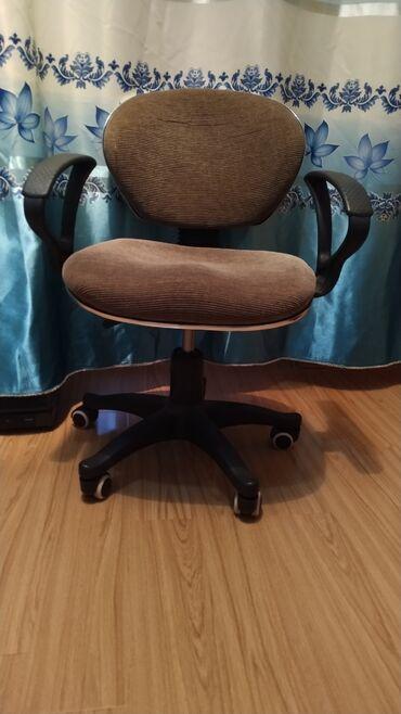 кресло для офиса в Кыргызстан: В г. Каракол продается офисное кресло в отличном состоянии, высота