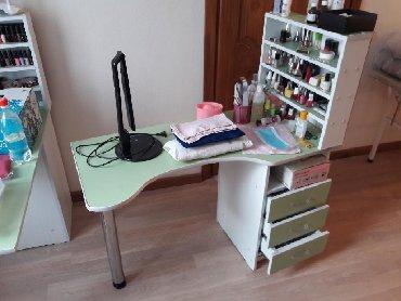 фужеры на свадьбу для молодых в Кыргызстан: Продаю 2 маникюрных стола и 2 парикмахерских стола