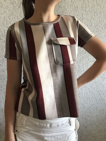 Zara стильная футболка в отличном состоянии