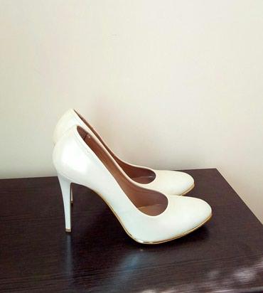 Продаю новые туфли, размер 39-40. Цвет ivory. т.  в Бишкек