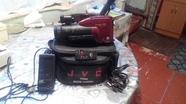 Bakı şəhərində Yaponiya istehsali olan JVC videokamerasi. Islek deyildir.(Ehtiyyat
