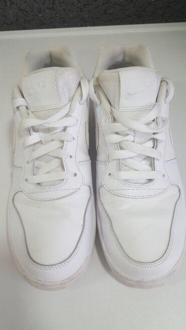Nike sneater retro br 42 original 100% extra stanje donete iz nemacke