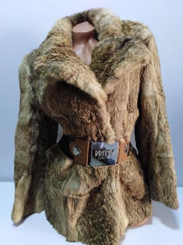 Krzneni kaputi - Novi Sad: Bunda od prirodnog krzna,prelep model kao jakna,strukirana,kopčanje na