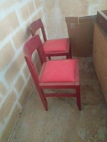2 stolice,sedni deo eko koza,stanje kao na slikama. cena je za obe
