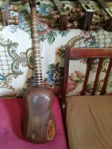 Bakı şəhərində Tut ağacından tar satılır