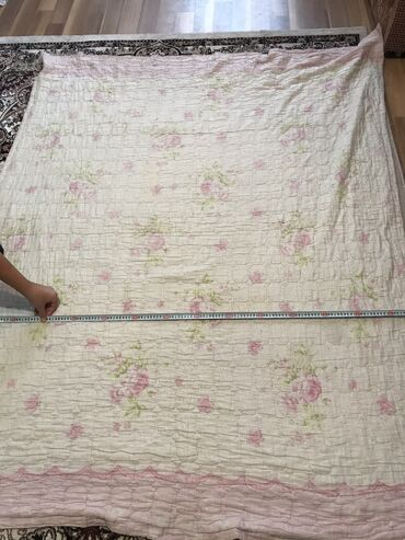 Продаю одеяло и плед . Размер зелёного пледа 180 на 135, розовое одея