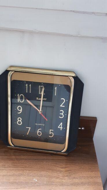 Настенные часы в нерабочем состоянии. Корпус и вид в отличном