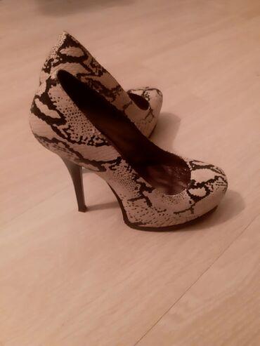 Ženska obuća | Crvenka: Prodajem cipele broj 36. Nosene svega dva puta. Potpuno nove i jako